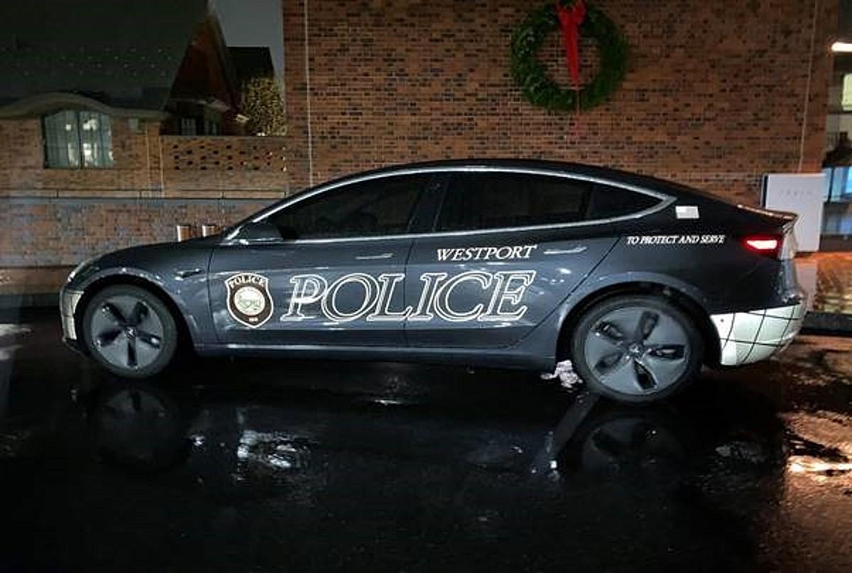 Tesla Model 3, используемая полицейским управлением, демонстрирует огромную экономию средств