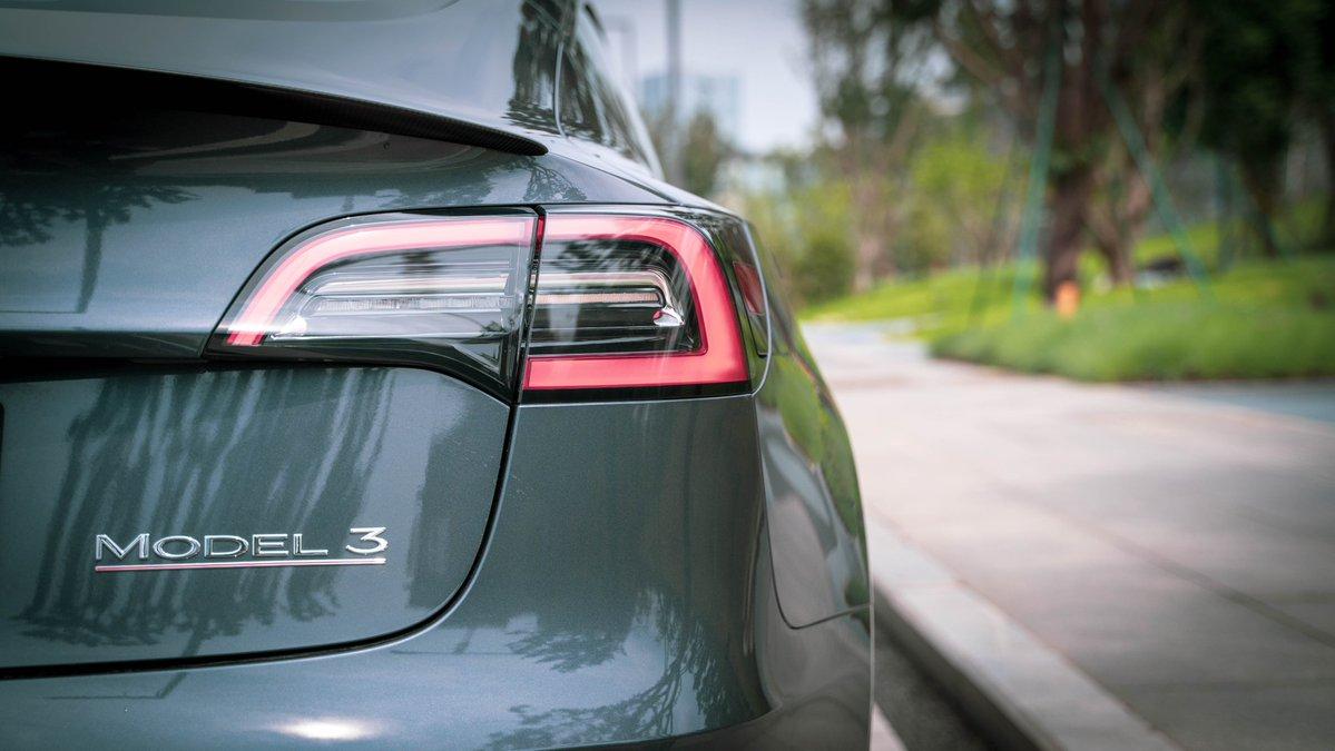Цены на подержанную Tesla Model 3 в Великобритании растут