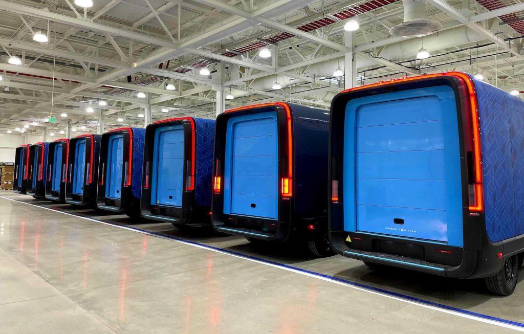 Генеральный директор Rivian продемонстрировал новый парк грузовых автомобилей Amazon