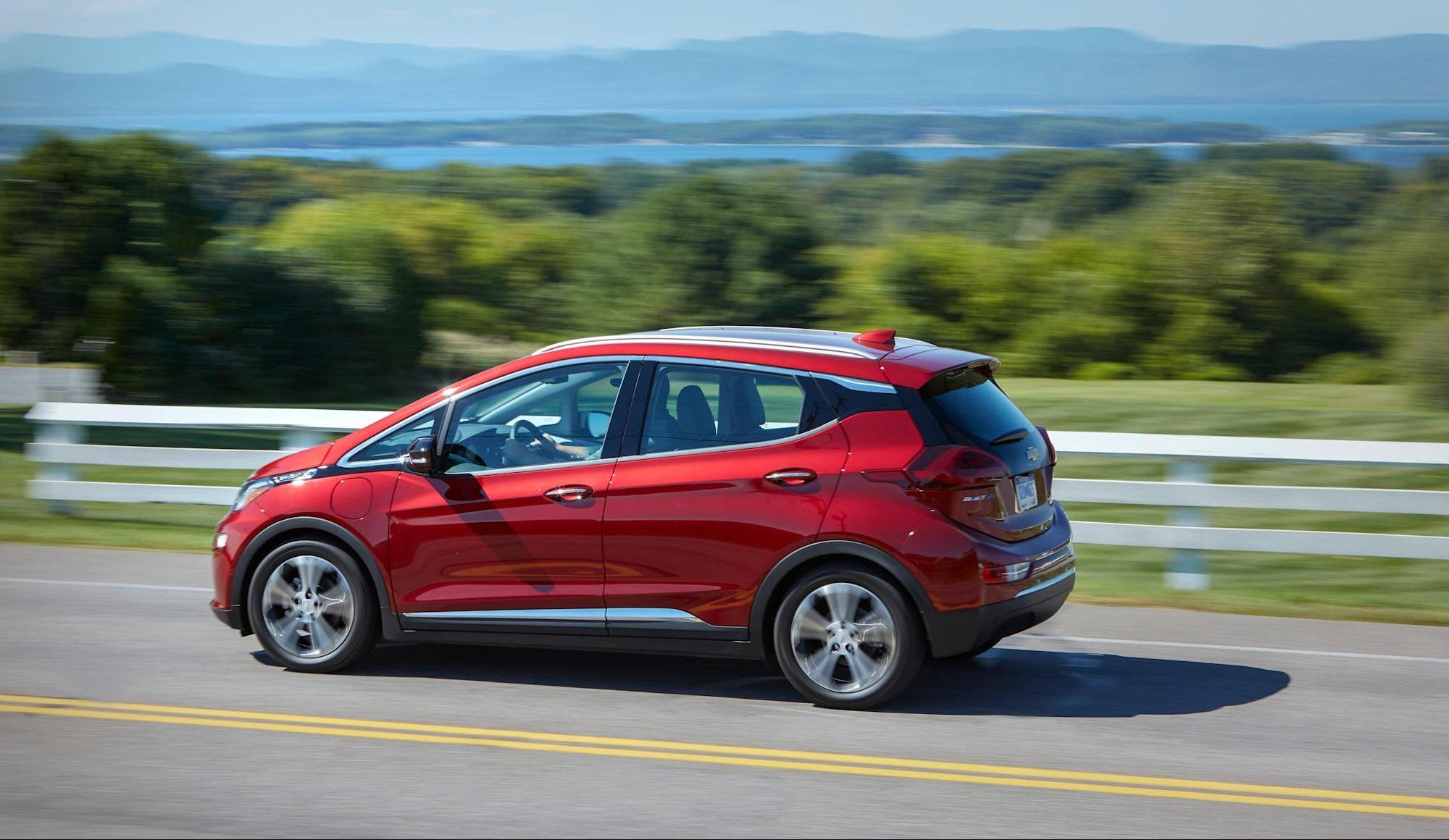 GM выпускает предупреждение о безопасности для отозванных единиц Bolt EV из-за потенциального риска пожара