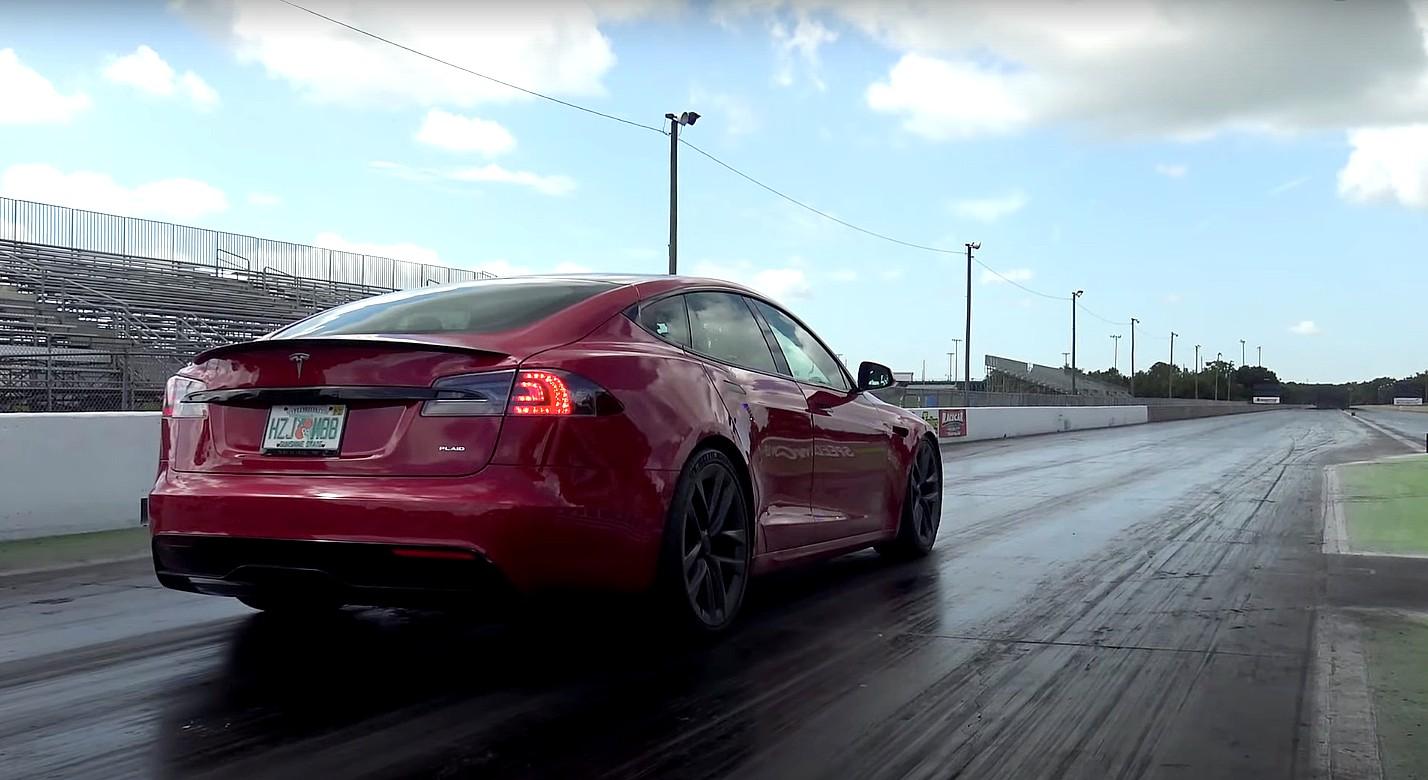 Тесты Tesla Model S Plaid с полосками показывают производительность и стабильность